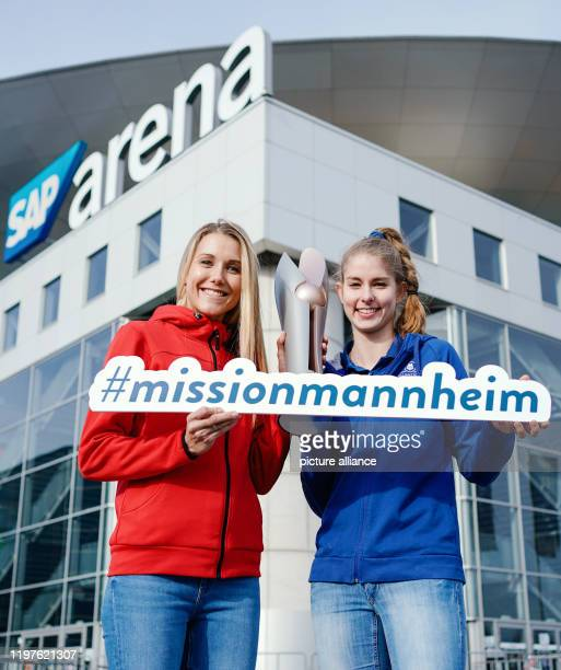 30 January 2020 BadenWuerttemberg Mannheim Volleyball DVV Cup press conference SAP Arena Mareen von Römer from Dresdner SC and Pia Kästner from...