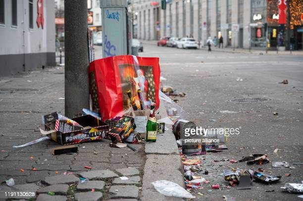 January 2020, Berlin: There are burnt fireworks on the side of the road. After the New Year's Eve party, the Berlin city cleaning service BSR will...