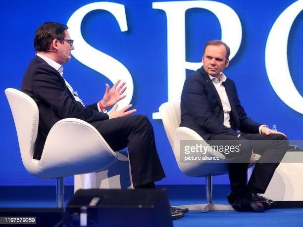 January 2020, North Rhine-Westphalia, Duesseldorf: Oliver Leki, chairman of SC Freiburg, and Bernd Hoffmann, chairman of Hamburger SV , answer...