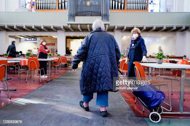 January 2021, Baden-Wuerttemberg, Mannheim: A woman comes to the CityKirche Konkordien at the start of the Vesperkirche under Corona conditions. From...