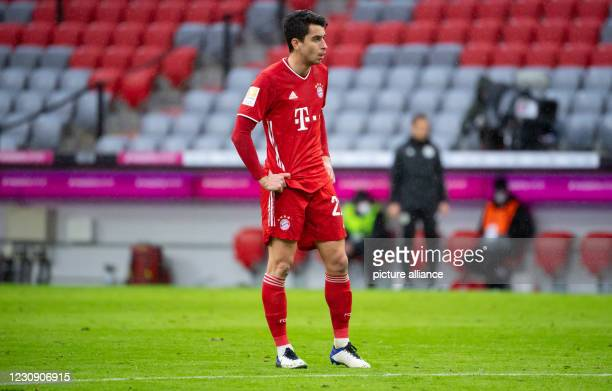 January 2021, Bavaria, Munich: Football: Bundesliga, Bayern Munich - TSG 1899 Hoffenheim, Matchday 19 at Allianz Arena. Marc Roca of Munich is on the...