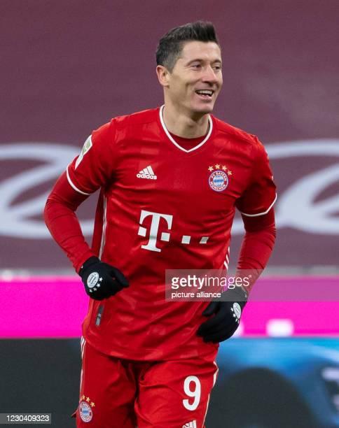 January 2021, Bavaria, Munich: Football: Bundesliga, FC Bayern München - FSV Mainz 05, Matchday 14 at Allianz Arena. Robert Lewandowski of Munich...