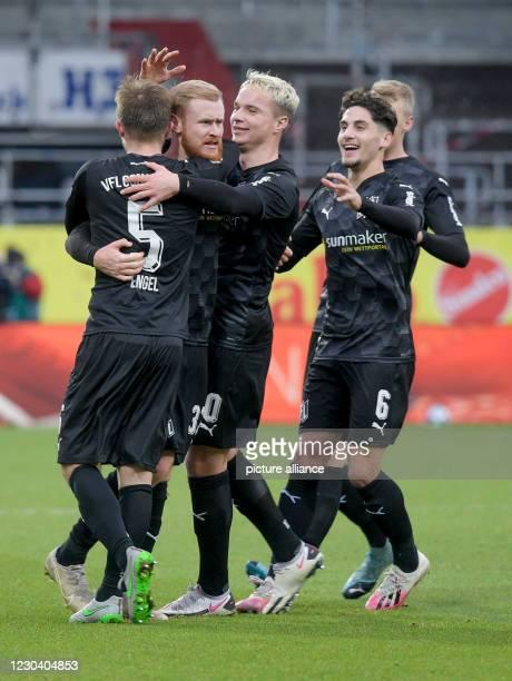 January 2021, Schleswig-Holstein, Kiel: Football: 2. Bundesliga, Holstein Kiel - VfL Osnabrück, Matchday 14. Osnabrück's Konstantin Engel ,...