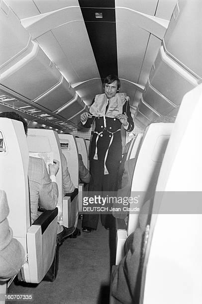 January 21st First Concorde Commercial Flight Paris Dakar Rio De Janeiro A bord de l'avion supersonique CONCORDE un stewart portant un gilet de...