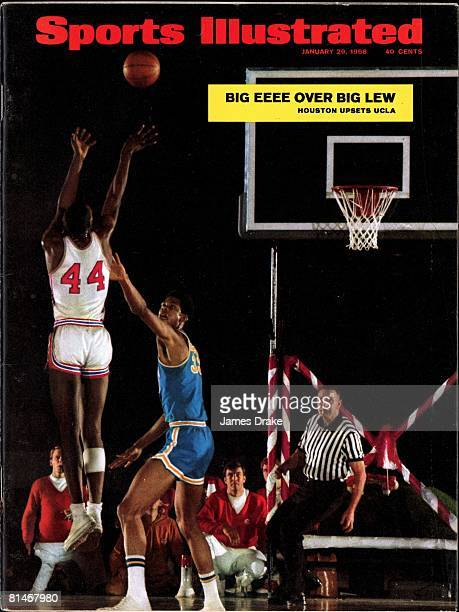 January 29 1968 Sports Illustrated Cover College Basketball UCLA Lew Alcindor in action playing defense vs Houston Elvin Hayes Houston TX 1/20/1968