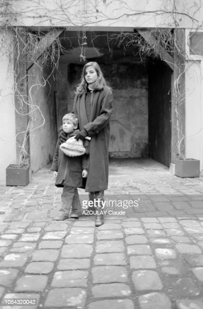 Janvier 1979, Marie TRINTIGNANT, 17 ans le 21 janvier prochain, fille de Jean-Louis et de Nadine, va présenter à Cannes le nouveau film d'Alain...