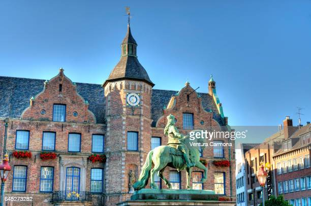 jan-wellem monument and the façade of the old town hall in düsseldorf, germany - düsseldorf stock pictures, royalty-free photos & images