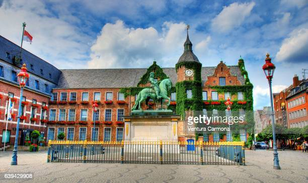 jan-wellem monument on the market square and the façade of the old town hall in düsseldorf, germany - old town stock pictures, royalty-free photos & images