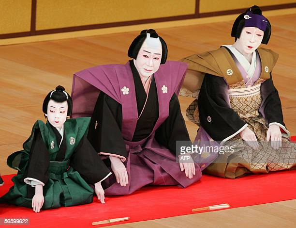 0116R02 Japanese Kabuki actor Tojuro Sakata flanked by Toranosuke Nakamura and Jakuemon Nakamura greets audience during his kabuki stage 'Kojo' to...