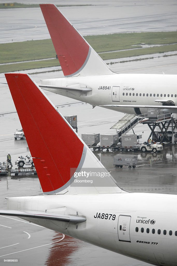 Japan Airlines Corp. (JAL) airplanes are parked at Haneda Ai : News Photo
