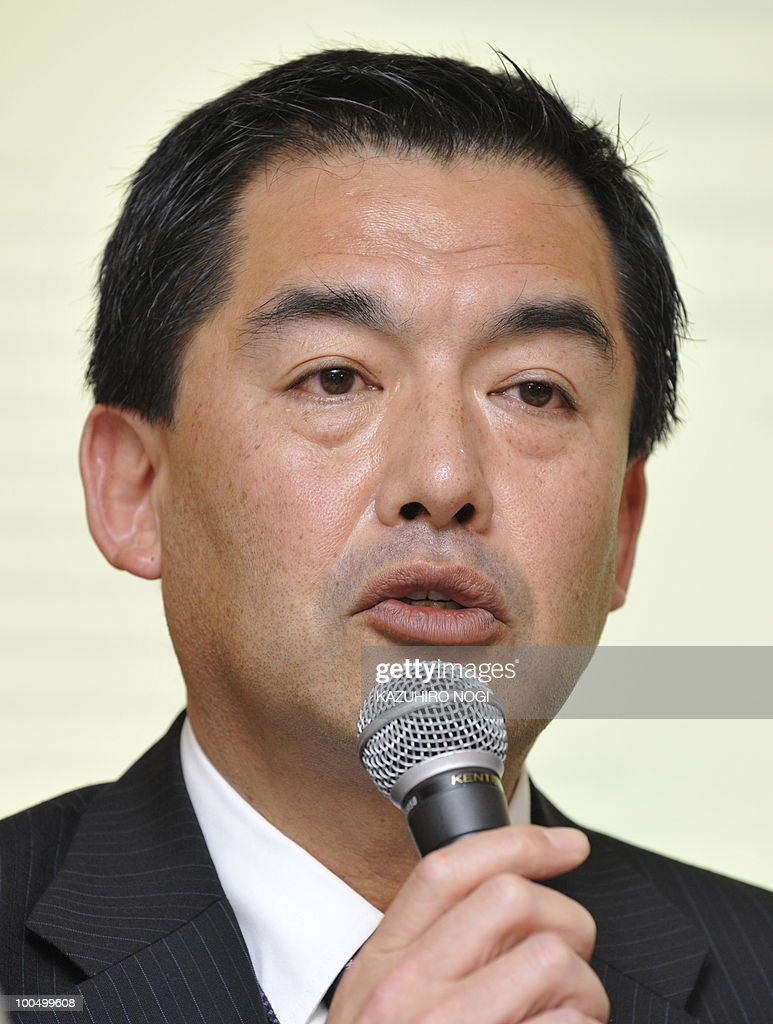 Japan Airlines President Masaru Onishi answers questions during a press conference at the company's headquarters in Tokyo on May 25, 2010. Japan Airlines held a news conference on restructuirng efforts for the carrier that filed for bankruptcy early this year. AFP PHOTO/Kazuhiro NOGI