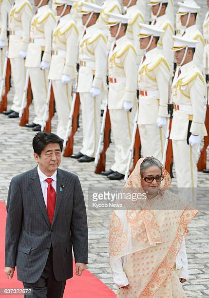 TOKYO Japan Bangladesh Prime Minister Sheikh Hasina and Japanese Prime Minister Shinzo Abe attend a welcoming ceremony for Hasina at the State Guest...