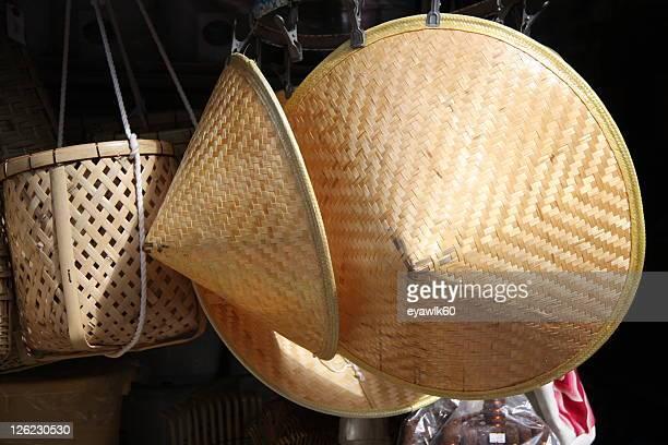 japan baskets - chapeau chinois photos et images de collection