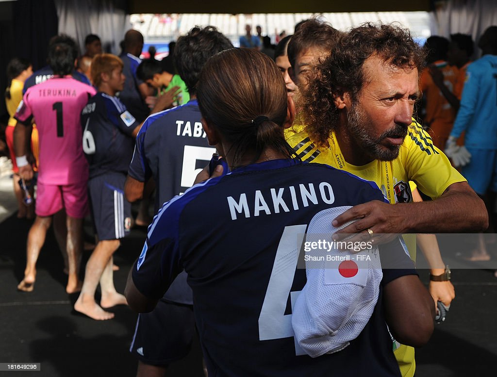 Japan coach Ruy Ramos with player Shinji Makino before the FIFA Beach Soccer World Cup Tahiti 2013 Group D match between Japan and Ivory Coast at the Tahua To'ata stadium on September 22, 2013 in Papeete, French Polynesia.