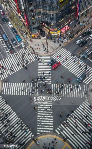 japan crowds on iconic pedestrian crossing aerial photograph ginza tokyo - road junction stock pictures, royalty-free photos & images