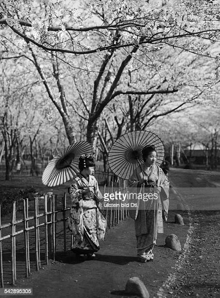 Japan, geisha girls at a flower garden, date unknown, around 1910