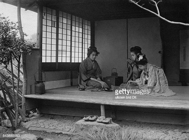 Japan: geisha's at the tea ceremony - 1916Vintage property of ullstein bild