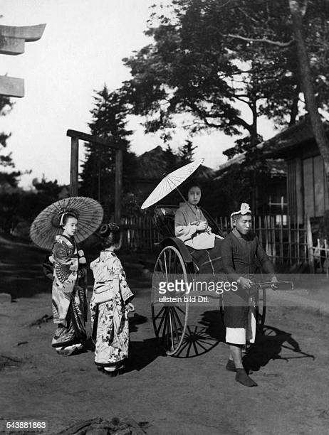 Japan - : Geisha's take a rickshaw - 1916Vintage property of ullstein bild