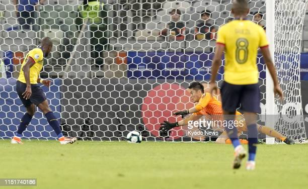 Japan goalkeeper Eiji Kawashima makes a save during the first half of a 11 draw with Ecuador in a Copa America Group C match on June 24 in Belo...