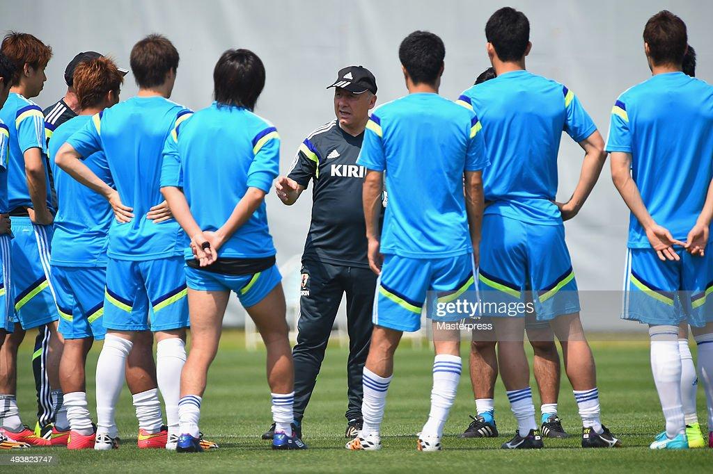 Japan head coach Alberto Zaccheroni instructs his players during the training session on May 23, 2014 in Ibusuki, Kagoshima, Japan.