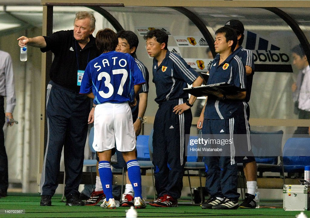 Japan head coach Ivica Osim gives instruction to Hisato Sato during the AFC Asian Cup 2007 Qualifier match between Japan and Yemen at Niigata Big Swan Stadium on August 16, 2006 in Niigata, Japan.