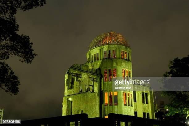 Japan / Hiroshima / Oktober 2009 / Als Ruine mahnt der AtombombenDom in Hiroshima aufgenommen im Oktober 2009 Jährlich besuchen Millionen von...