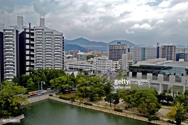 Japan / Hiroshima / Oktober 2009 / Blick von der Burg in Richtung Süden auf neue Häuser in Hiroshima aufgenommen im Oktober 2009 Jährlich besuchen...