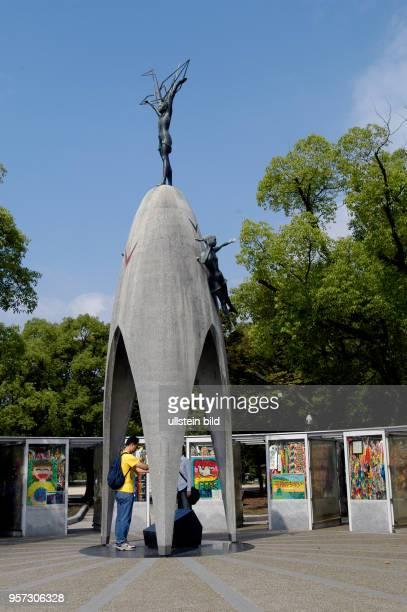 Japan / Hiroshima / Oktober 2009 / Das Kinder Friedensdenkmal in Hiroshima aufgenommen im Oktober 2009 Jährlich besuchen Millionen von Menschen die...