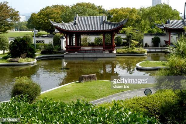 Japan / Hiroshima / Oktober 2009 / Nach der Zerstörung durch den Atombombenabwurf wurde die Burg von Hiroshima bis 1958 wieder aufgebaut aufgenommen...