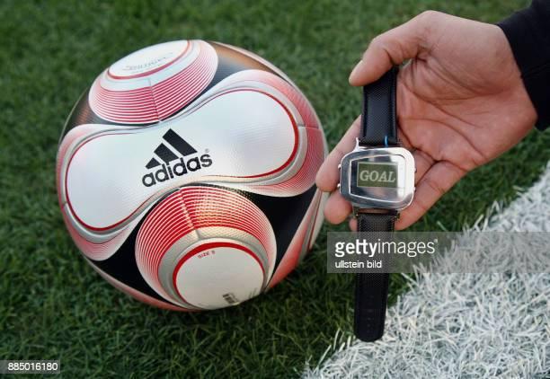 Japan Honshu Tokio Fussball International FIFA Club WM Japan 2007 Der Spielball Adidas Teamgeist 2 mit Goal Line Technology und Uhr die sobald der...