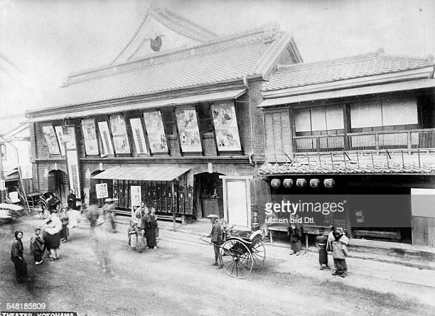 Japan Honshu Yokohama Yokohama - view at the entrance of a theater - ca. 1910 - Photographer: Walter Gircke Vintage property of ullstein bild