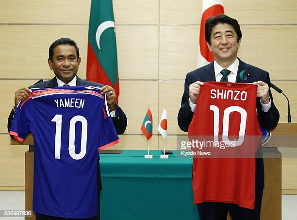 TOKYO Japan Japanese Prime Minster Shinzo Abe and Maldives President Abdulla Yameen smile after exchanging shirts of the two countries' national...