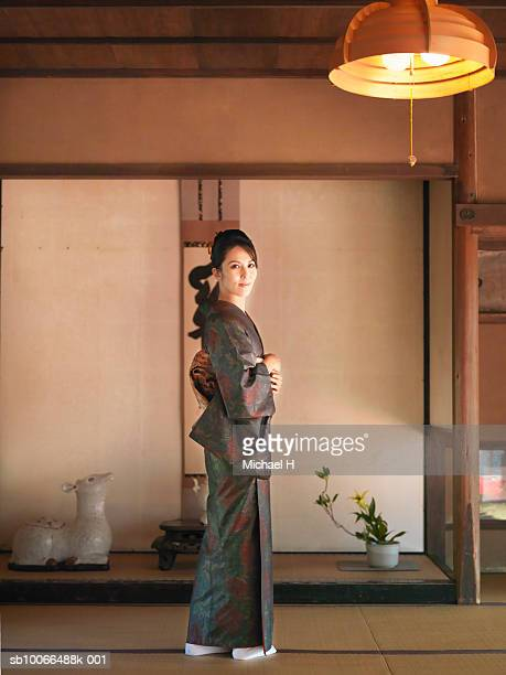 Japan, Kyoto, Enko Temple, woman in kimono, portrait