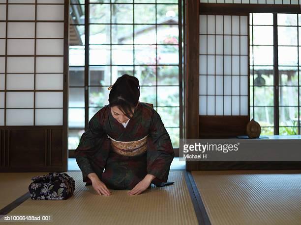 Japan, Kyoto, Enko Temple, woman in kimono praying in temple