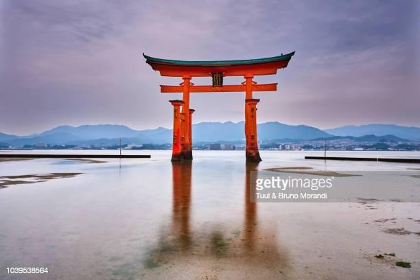 japan, miyajima island, itsukushima shrine, torii gate, unesco - place of worship stock pictures, royalty-free photos & images