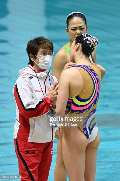 Japan national team head coach Masayo Imura talks with her swimmers after competing in the Team Technical Routine on day one of the Artistic Swimming...