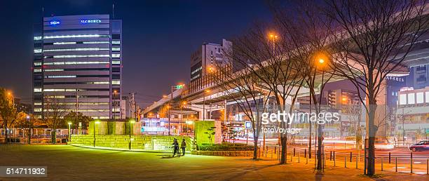 日本のネオン街の夜に、大阪の街 ひ