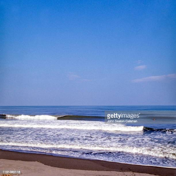 japan, ocean waves in miyazaki prefecture - chiba city stock pictures, royalty-free photos & images