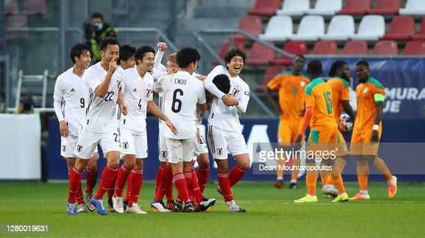 Japan players celebrate the late goal of Naomichi Ueda of Japan during the international friendly match between Japan and Ivory Coast at Stadion...