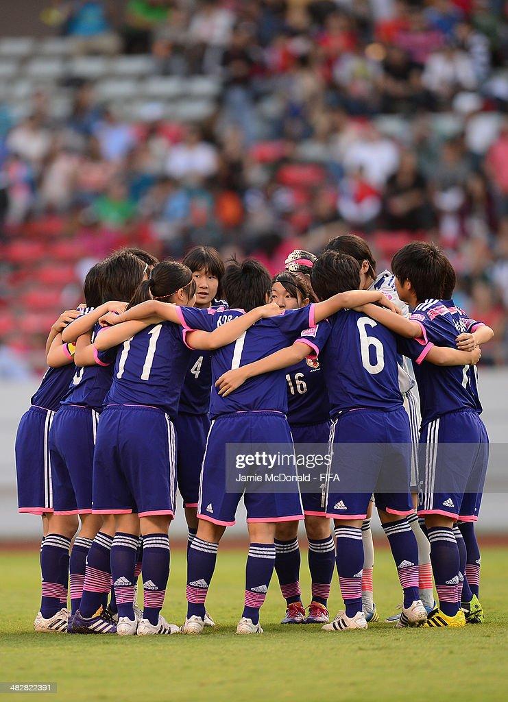 Japan players huddle up during the FIFA U-17 Women's World Cup Final between Japan and Spain at Estadio Nacional on April 4, 2014 in San Jose, Costa Rica.