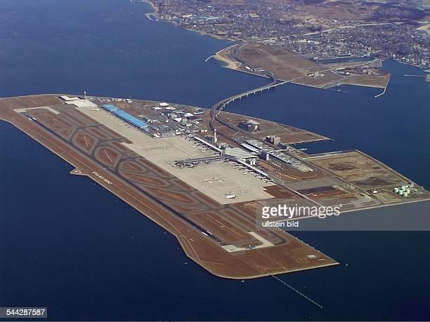 Japan / Praefektur Aichi / Nagoya; Blick aus dem Cockpit beim Anflug auf den Chubu Centrair Flughafen in Nagoya