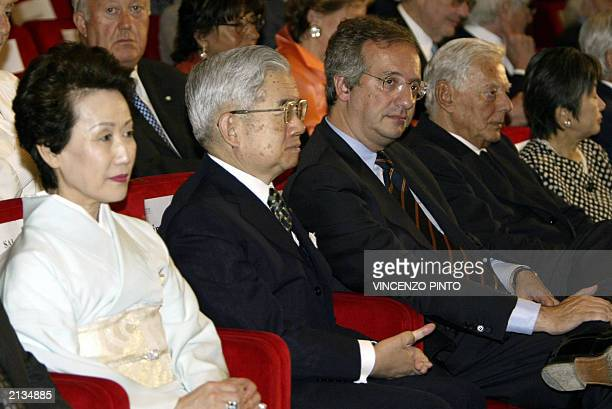 Japan prince Hitachi and princess sit next to Rome's mayor Valter Veltroni and Fiat's president Umberto agnelli during the presentation of the winner...