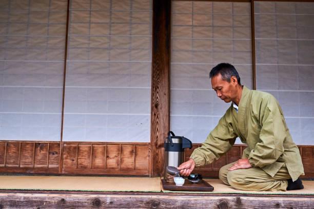 Japan, Shizuoka, Sansui In, tea ceremony by the master tea farmer Kiyomi Uchino