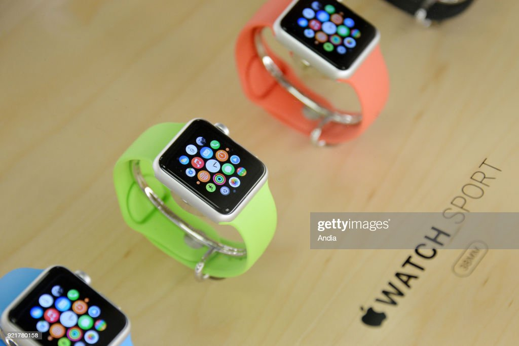 Apple Watch displayed in an Apple store. : News Photo
