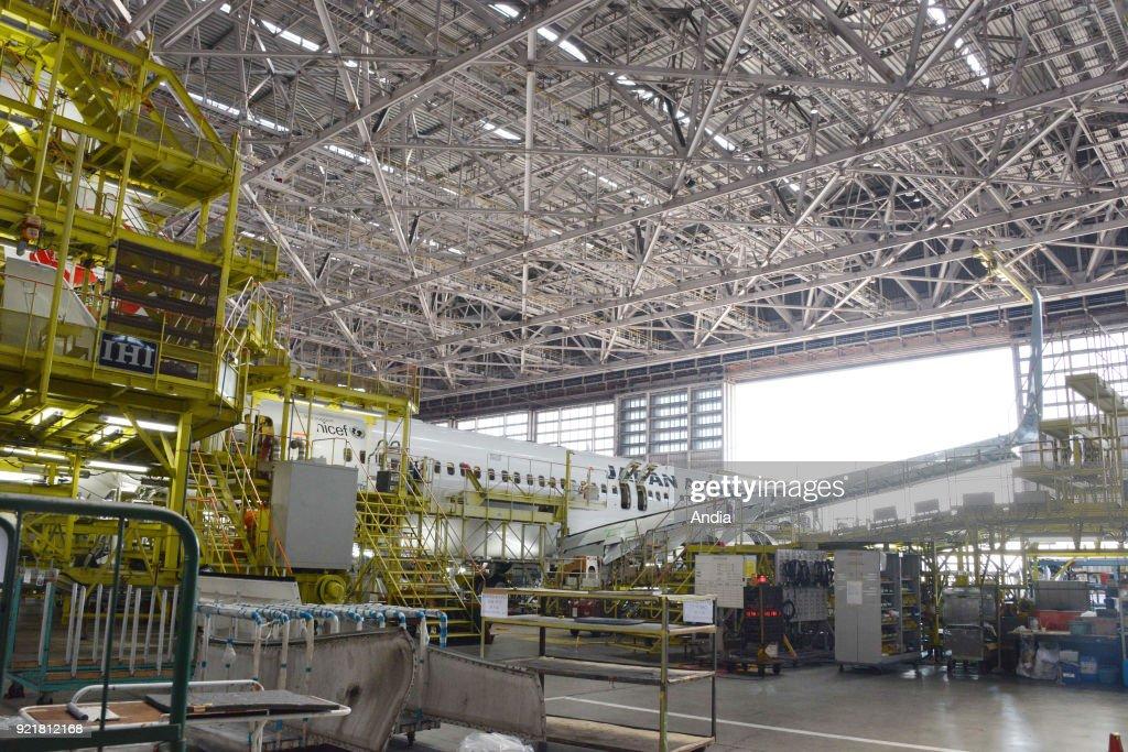 Japan Airlines maintenance hangar. : News Photo