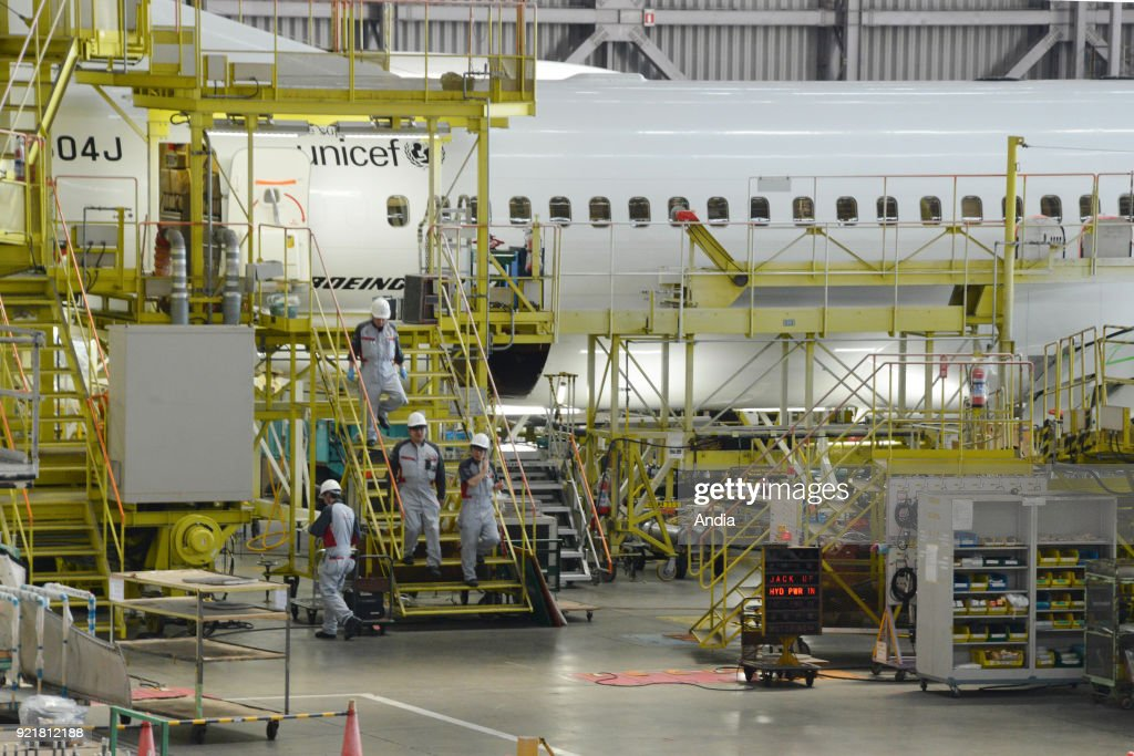 Boeing 737 in a Japan Airlines maintenance hangar (JAL) at Haneda Airport ().