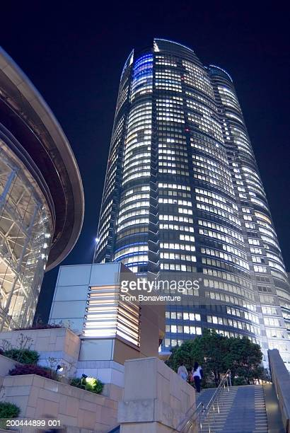 japan, tokyo, mori building illuminated at night, low angle view - roppongi hills stock pictures, royalty-free photos & images