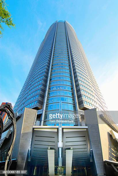 japan, tokyo, roppongi hills, entrance of mori building - roppongi hills stock pictures, royalty-free photos & images