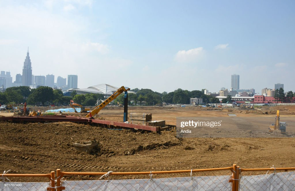 site of the future Tokyo 2020 Olympics stadium. Its construction has just been abandoned further to criticisms on the exorbitant construction coasts (1,83 billion Euros). Prime Minister Shinzo Abe announced on July 16 the complete revision of the project ().