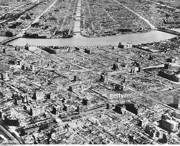 Japan : World War II View of the destroyed industrial area along the Sumida river in Tokyo after the US air raid in March 1945 - Vintage property of...